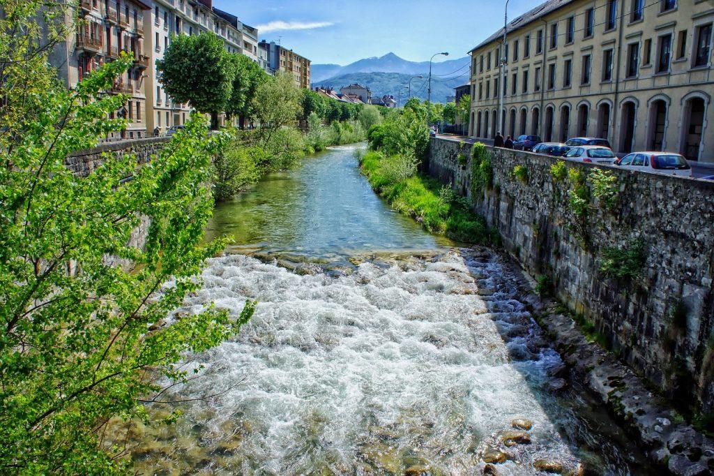 Cours d'eau à Chambéry